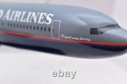 Boeing 777 UNITED Plane Aircraft Wood model Airliner Desk top stand 18 airplane