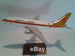 Mahogany desktop aircraft model Boeing 737-200 Continental to scale 1/100