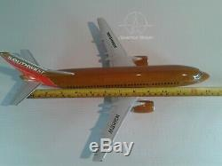 Mahogany desktop aircraft model Boeing 737-300 Southwest airlines to scale1/100