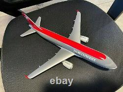 Resin desktop aircraft model Boeing 737 1/100 NORTHWEST airlines MINT with stand